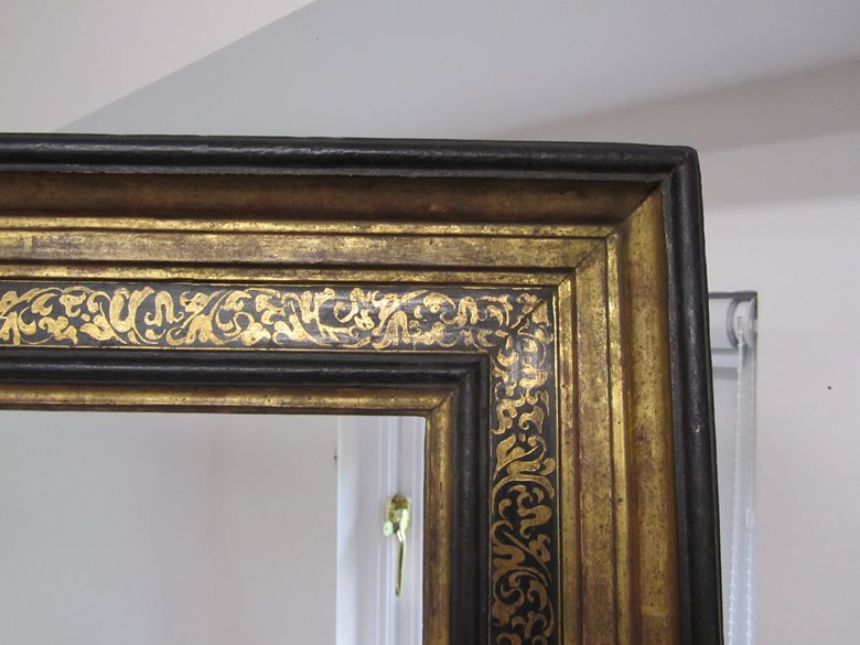 Italian reproduction frame with sgraffito decoration
